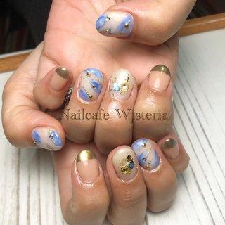 2月の定額アート💛❤️  ミラーがアクセント❣️  色鮮やかなブルーが綺麗です✨✨  #定額 #ミラー #ハーフミラー #ぼかし #パーツ #シェル #ピンク  #ブルー #春 #オールシーズン #ホワイト #ピンク #ブルー #nailcafewisteria #ネイルブック