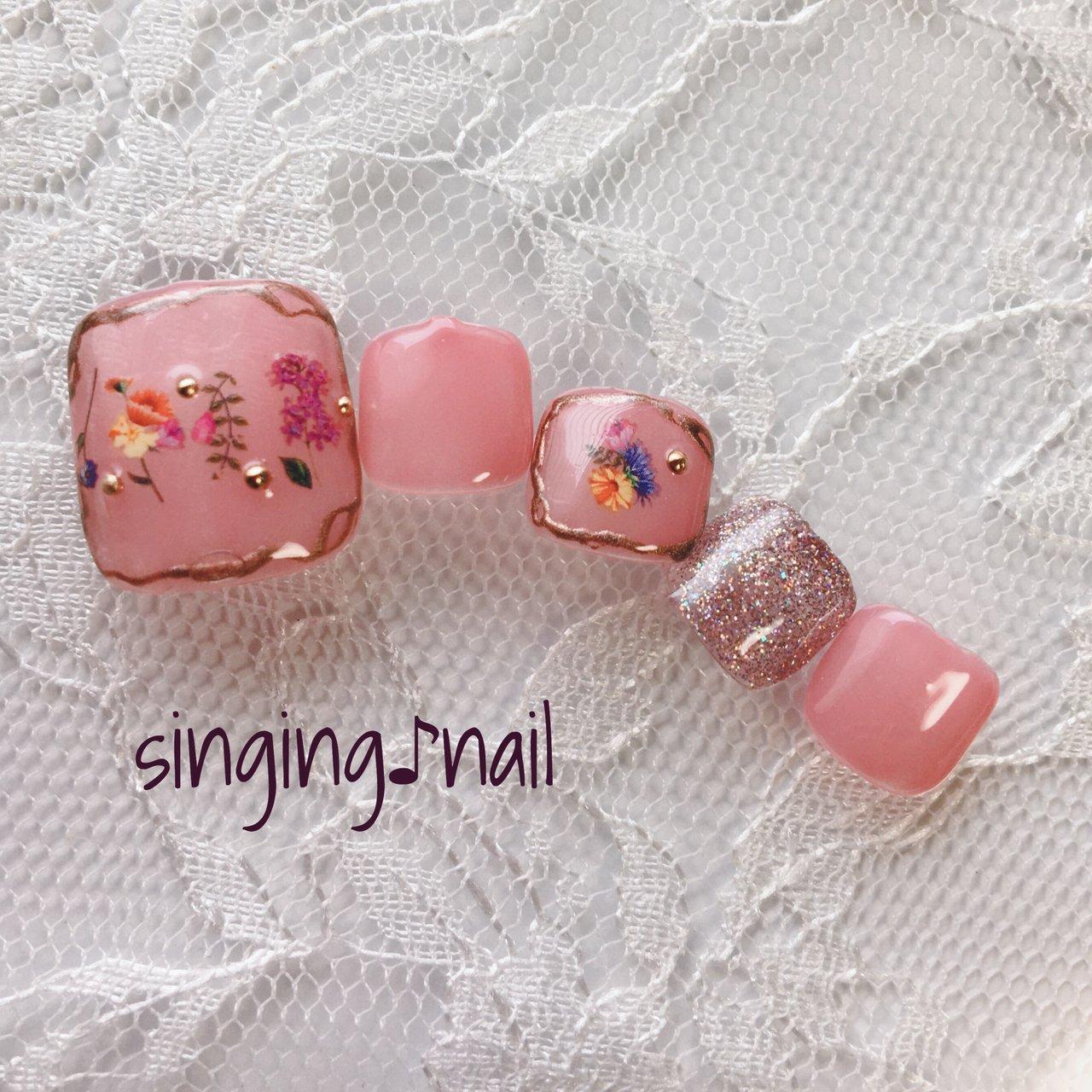 フラワーフットで、春の息吹はいかがでしょうか🌸✨#ピンク#フット#ふ #春 #バレンタイン #フット #フラワー #ミディアム #ピンク #ジェル #ネイルチップ #mihonailmiho #ネイルブック