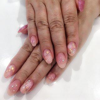 #ピンク #雪の結晶 #ラメ  ありがとうございました♡ #冬 #バレンタイン #クリスマス #デート #ハンド #ホログラム #ラメ #ショート #ホワイト #ピンク #ジェル #お客様 #mika.h #ネイルブック