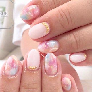 ふわふわなカラフルタイダイ♬ エアーでドットも描いて 柔らかく♡  お爪の形が綺麗になってきました♡ #オールシーズン #ハンド #タイダイ #ニュアンス #ピンク #イエロー #ブルー #fleur nailsalon #ネイルブック