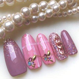 ピンクのチェックネイル。ピンクラメのジェルは色んな色がキラキラ光ってて最近のお気に入り💕 #オールシーズン #ハンド #ラメ #ワンカラー #チェック #ピンク #ボルドー #ジェル #ネイルチップ #ふりる #ネイルブック