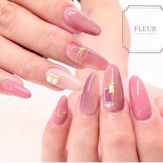 キャンペーンネイルから お気に入りを詰めこんで☺︎  縦グラデーションで 美爪さんがますます綺麗に♡ #オールシーズン #ハンド #ビジュー #パール #ピンク #fleur nailsalon #ネイルブック