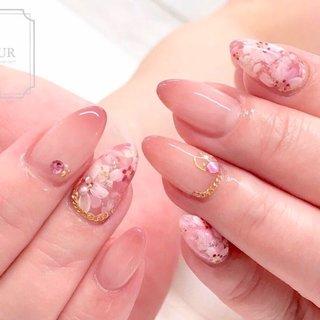 コスモスは手描きで♬  エアーでふわっと先端にカラーをいれて 優しく♡ #オールシーズン #ハンド #グラデーション #ベージュ #ピンク #fleur nailsalon #ネイルブック