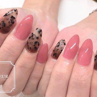 レオパードは ブラウン逆グラデで奥行き感を♡  ちゅるりんピンクと合わせて甘辛♡ #オールシーズン #ハンド #アニマル柄 #ピンク #ブラウン #fleur nailsalon #ネイルブック