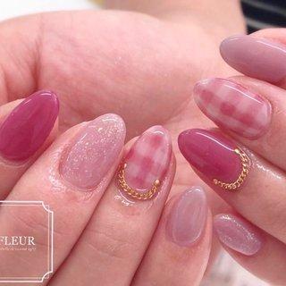 チェックはピンク系でまとめて♡ 同系色で色合わせが人気♬  キラっとする新色ピンク 気に入ってくださって嬉しい♡ #オールシーズン #ハンド #チェック #ピンク #ジェル #fleur nailsalon #ネイルブック
