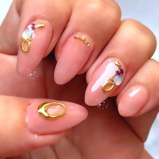 ネイルチェンジ‼️中指と親指がありえない位置に亀裂入ってバッキリといきました😂かなり心が折れました。長さだしが割とうまくいったので良しとします。よってデザインと色はわたしにしてはかなり大人しめ控えめなものになっております(笑) #オールシーズン #ハンド #ワンカラー #ビジュー #ショート #ピンク #ジェル #セルフネイル #ふりる #ネイルブック