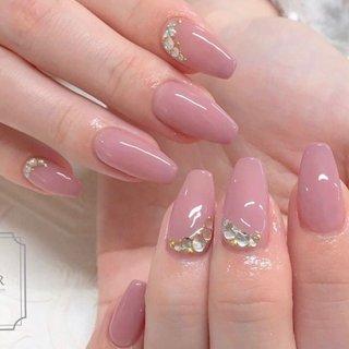 ダスティピンクにストーンを♡ お肌に合わせてお作りしました♬  バレリーナカットが とってもお似合いでした☺︎ #オールシーズン #フット #シンプル #ワンカラー #ピンク #fleur nailsalon #ネイルブック