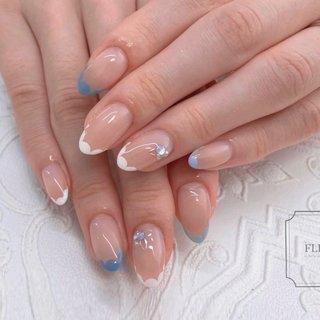 ブルー系でスカラップフレンチ♡  春色始まりました♡ #オールシーズン #ハンド #シンプル #フレンチ #変形フレンチ #ホワイト #水色 #ブルー #fleur nailsalon #ネイルブック
