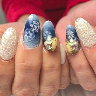 #ネイビー#冬#結晶#雪#ピクシー#ビジュー #冬 #バレンタイン #クリスマス #ハンド #グラデーション #雪の結晶 #クリスタルピクシー #ミディアム #ホワイト #ネイビー #ジェル #お客様 #sugawara0107 #ネイルブック