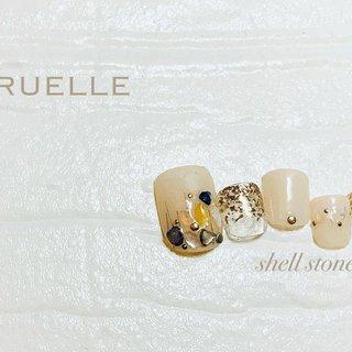.foot .shell . . #リュエル高知 #リュエル# #フットデザイン #ネイル高知 #シェルストーン #オールシーズン #フット #シンプル #グラデーション #ラメ #ワンカラー #ショート #ベージュ #ジェル #お客様 #RUELLE #ネイルブック