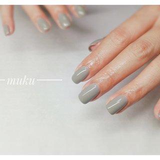 グリーン味のあるグレーをお作りしました♪  #グレーネイル   --------------------  グレー ベージュ スモーキーカラー 得意です♪  お爪に優しいパラジェル使用。  サロン初心者の方でも安心✨ お肌に合うカラーをご希望に合わせてブレンド致します。  お気軽にご相談ください!  #春ネイル #muku #mukunail #ebisu #オフィスネイル #上品ネイル #大人ネイル #大人上品ネイル #大人の指先 #美爪 #パラジェル #オーダーメイドネイル #シンプルネイル #ネイルケア #恵比寿プライベートネイルサロン #隠れ家サロン #恵比寿 #恵比寿ネイルサロン #オールシーズン #オフィス #ハンド #ワンカラー #ショート #グレー #ジェル #お客様 #tomo #ネイルブック