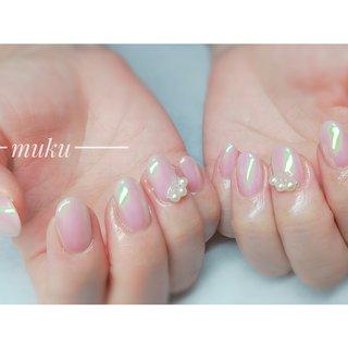 パールは私とお揃いにしてくださいました✨  #オーロラパウダー  #オーロラヴェール    --------------------  グレー ベージュ スモーキーカラー 得意です♪  お爪に優しいパラジェル使用。  サロン初心者の方でも安心✨ お肌に合うカラーをご希望に合わせてブレンド致します。  お気軽にご相談ください!  #春ネイル #muku #mukunail #ebisu #オフィスネイル #上品ネイル #大人ネイル #大人上品ネイル #大人の指先 #美爪 #パラジェル #オーダーメイドネイル #シンプルネイル #ネイルケア #恵比寿プライベートネイルサロン #隠れ家サロン #恵比寿 #恵比寿ネイルサロン #春 #オールシーズン #パーティー #デート #ハンド #シンプル #パール #ショート #ピンク #ジェル #お客様 #tomo #ネイルブック