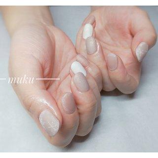 #スノーネイル やり納め♪ #マットネイル  #ベージュネイル   --------------------  グレー ベージュ スモーキーカラー 得意です♪  お爪に優しいパラジェル使用。  サロン初心者の方でも安心✨ お肌に合うカラーをご希望に合わせてブレンド致します。  お気軽にご相談ください!  #春ネイル #muku #mukunail #ebisu #オフィスネイル #上品ネイル #大人ネイル #大人上品ネイル #大人の指先 #美爪 #パラジェル #オーダーメイドネイル #シンプルネイル #ネイルケア #恵比寿プライベートネイルサロン #隠れ家サロン #恵比寿 #恵比寿ネイルサロン #冬 #ハンド #シンプル #雪の結晶 #ショート #ベージュ #グレージュ #ジェル #お客様 #tomo #ネイルブック