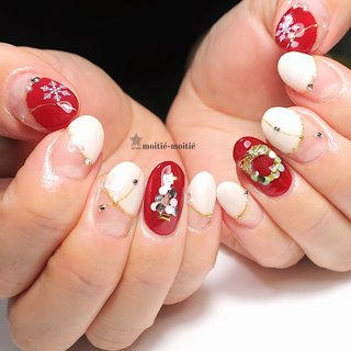 #冬 #クリスマス #デート #フレンチ #変形フレンチ #ホログラム #ビジュー #ホワイト #ボルドー #ゴールド #nailsalon.moitie-moitie #ネイルブック