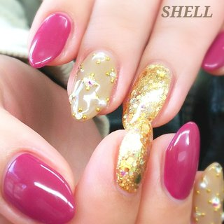 艶感たっぷりの色っぽい女子ネイル♪ ストーンやパールも派手すぎないのがいい感じです。 #オールシーズン #旅行 #オフィス #女子会 #ハンド #シンプル #ラメ #ワンカラー #ビジュー #パール #ピンク #グレージュ #ゴールド #ジェル #お客様 #nail salon shell #ネイルブック