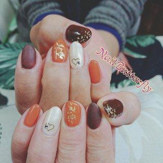 Valentineっぽくチョコレートcolorにて #冬 #バレンタイン #デート #シンプル #ワンカラー #ハート #ホワイト #ブラウン #ネイルモデル #Nail Butterfly_Kayoko #ネイルブック