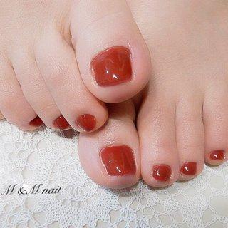 足元が華やかになる赤のワンカラーネイル。  #フットネイル #赤ネイル #シンプルネイル #桜坂ネイル #オールシーズン #バレンタイン #フット #ワンカラー #レッド #ジェル #お客様 #mandmnail #ネイルブック