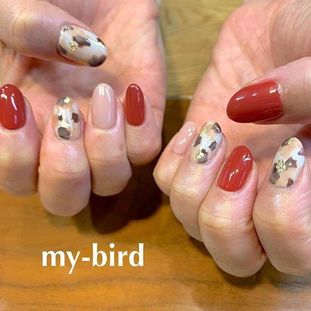 持込み画像よりアレンジ。新年初ネイルはちょっと思い切って赤を差し色にლ(╹◡╹ლ) * プライベートネイルアトリエ 【 my-bird 】 美術学校出身ネイリスト お爪をキャンバスに楽しいお絵描き ご一緒に楽しみませんか? * 大森駅 徒歩8分 ご予約はネイルブックより https://nailbook.jp/nail-salon/19639/ 00.my.bird.00@gmail.com 東京都大田区山王3-4-2 08032540342 (施術中お電話に出られない場合がございますご要件は留守番電話にお願い致します) #mybird  #nails #ネイル #paragel  #paragel登録サロン  #大森  #山王  #自爪を削らないジェル  #フィルイン #mybird #ネイルブック