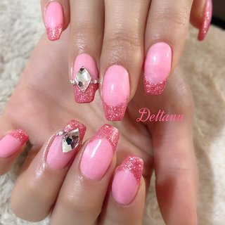 目を引くピンクのネイル💕 #バレンタイン #ピンク #冬 #バレンタイン #ハンド #フレンチ #ワンカラー #ビジュー #ロング #ピンク #ジェル #お客様 #atelier_deltanu #ネイルブック