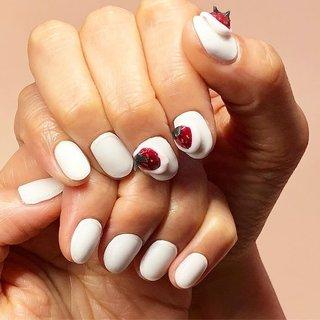 いちごの季節🍓やってきた💛 ケーキをイメージ🍰いちごも手作りです💛  #春ネイル#ピンク#うるつや #春 #ハンド #yuki #ネイルブック