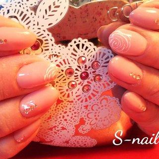 控えめな自然なピンクのワンカラー。親指は一粒のストーンを中指には白い薔薇を描きました。卒業式や入学式にいかがでしょうか。 #卒業式 #入学式 #ハンド #ワンカラー #ビジュー #ピンク #お客様 #S-nail #ネイルブック