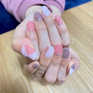今回はモデルさんよりチェックネイルが気になるとお話しを頂き、画像を持ってきてくれたので、モデルさんの好きな色のシアー系ピンクとグレーで仕上げさせていただきました(*^-^*) #冬 #ハンド #チェック #ミディアム #ホワイト #ピンク #グレー #ジェル #ネイルモデル #Couleur~クルール~ #ネイルブック