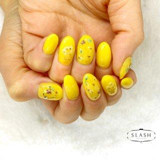 ドライフラワーネイル✨ #春#春ネイル#黄色#黄色ネイル#花#ドライフラワー#春#スプリングネイル #春 #ハンド #ワンカラー #フラワー #押し花 #ミディアム #イエロー #ジェル #お客様 #slash_nail.tsukiyama #ネイルブック