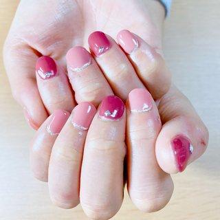 2色のワンカラーネイルをやらせて頂きました★ミ お子様がバレエの発表会が近いとの事でシアー系ピンクとボルドーで可愛らしい中に大人な感じが出る様に仕上げさせて頂きました(*^ω^*) #オールシーズン #ハンド #シンプル #ショート #ピンク #ボルドー #ジェル #ネイルモデル #Couleur~クルール~ #ネイルブック