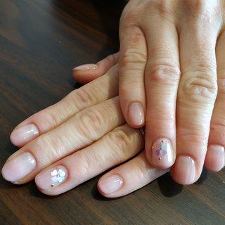 淡いピンクのグラデーションにパステルカラーのハートのホロを合わせて春先取りの可愛らしい爪先になりました😚💕 #春 #オールシーズン #バレンタイン #オフィス #ハンド #シンプル #グラデーション #ワンカラー #ショート #クリア #ピンク #パステル #ジェル #お客様 #レノンアイ #ネイルブック