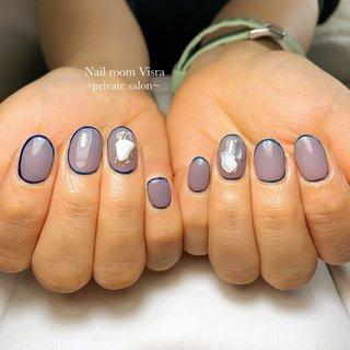 初めてご来店いただきました❤ 爪がペラペラで、ジェルをしているのにもかかわらず根元からボキッと折れていて、とてもかわいそうな状態になっていました😣 これから一緒にどんどん元気で健康な爪を育てていきましょう❤ ・ ・ ・ #naildesign #nailstagram #nail #instanail #gelnails #like4like #美爪 #ネイルサロン #ネイル #ネイルデザイン #ジェルネイル #美濃加茂市ネイルサロン #可児市ネイルサロン #八百津町ネイルサロン #川辺町ネイルサロン #川辺町 #川辺町ネイル #白川町ネイルサロン #七宗町ネイルサロン #加茂郡ネイルサロン #maogel導入サロン岐阜 #パラジェル導入サロン岐阜 #フィルイン #一層残し #おしゃれさんと繋がりたい #囲みネイル #シェルネイル #トレンドネイル #オールシーズン #成人式 #バレンタイン #パーティー #ハンド #シンプル #ワンカラー #ラメ #ビジュー #シェル #ショート #ブルー #ネイビー #グレージュ #ジェル #お客様 #nail♡visra #ネイルブック