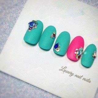 . . 2020ssNaildesingNew release✨ . . 春もmode感あるコントラストが可愛い💕💕 . . #makihorita #luxurynailvoila  #nailsalon  #koiwa #contrastnails  #springnails  #vividcolors  #swarovski  #bijou  #nails  #newnails  #naildesign  #nailart  #nailstagram  #nailswag  #nailporn  #fashion  #beauty  #mattenails  #ラグジュアリーネイルヴォアラ #小岩ネイル  #小岩ネイルサロン  #ネイル  #ネイルデザイン  #ネイルアート  #春ネイル  #春ネイルデザイン  #マットネイル #スワロフスキー #ビジューネイル #Nailist maki #ネイルブック