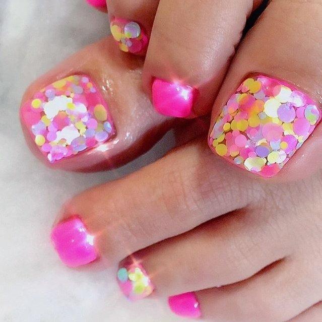 """. . """"Pink × candy holograms"""" . . お足元まで女の子は完璧でなくっちゃね🥰💕 . . mixhologram 大人気‼️ . . #makihorita #luxurynailvoila  #nail  #nails  #footnail  #jelnail  #hologramnails  #pinknails  #naildesign  #nailstagram  #nailporn  #newnails  #fashion  #beauty #shinenails  #ラグジュアリーネイルヴォアラ #小岩ネイル #小岩ネイルサロン #春ネイル #ピンクネイル  #パステルネイル  #ネイルデザイン  #フットネイル  #ホロネイル  #可愛い💕  #kawaii  #ネイル  #キラキラネイル  #オシャレネイル  #ファッションネイル #Nailist maki #ネイルブック"""