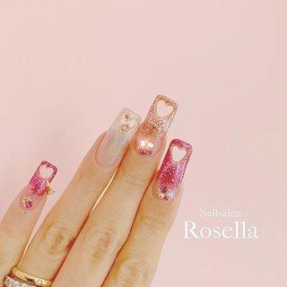 🍫バレンタインネイル💝✧*。 ✍✩*॰✧*。 ハートくりぬき⸜❤︎⸝ 薬指はカプセル♡ストーンが動きます(❁´◡`❁) 小指にはさりげなく指輪を💍💓 ┈┈┈┈┈┈┈┈┈┈┈┈┈┈┈┈┈┈ ♡ ご予約/お問い合わせ LINE→@pul1595n ┈┈┈┈┈┈┈┈┈┈┈┈┈┈┈┈┈┈ ♡  #ハートネイル #NailsalonRosella #ロングスカルプ #ウエディングネイル #longnails #宇都宮ネイル #宇都宮ネイルサロン #宇都宮市ネイルサロン #naildesign #栃木ネイル #栃木ネイルサロン #栃木県ネイルサロン #ピンクネイル #nailstagram #ラメネイル #네일스타그램 #ロングネイル #winternails #冬ネイル #ブライダルネイル #バレンタインネイル #valentinenails #くりぬきネイル #海外ネイル #ユニコーンネイル #heartnails #春 #バレンタイン #ハンド #ラメ #グラデーション #ハート #ロング #ピンク #シルバー #スカルプチュア #セルフネイル #Rosella Erika Okamoto #ネイルブック