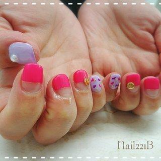 清々しいピンクとパープルを使って マットとツヤ感両方楽しめるデザイン✨ #春 #オールシーズン #リゾート #女子会 #ハンド #フレンチ #パール #ハート #マット #ピンク #パープル #カラフル #ジェル #お客様 #nail221b #ネイルブック