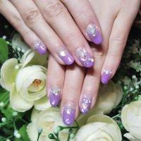 紫色が好きなお客様のリクエスト。 キラキラ ストーンで華やかに仕上げました。  #キラキラネイル #キラキラストーンネイル #オールシーズン #パーティー #女子会 #ハンド #フレンチ #ミディアム #パープル #ジェル #お客様 #nail Shandi #ネイルブック