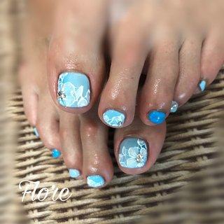 #フットネイル 爽やかな3色のブルー#フットケア #フラワーネイル #ネイルブック #ネイルブック掲載店 #Haru #ネイルブック