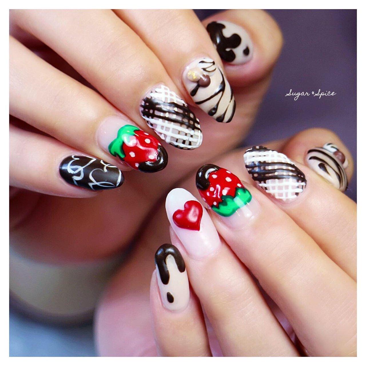 バレンタインネイル チョコレートネイル チョコネイル いちごネイル #冬 #バレンタイン #オフィス #デート #ハンド #ハート #3D #スイーツ #フルーツ #ホワイト #レッド #ブラウン #ジェル #お客様 #sugar_spice_k #ネイルブック