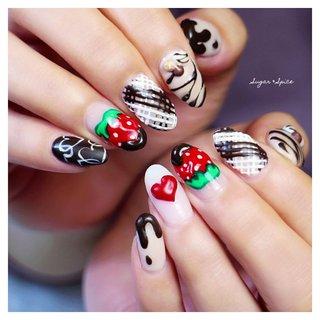 バレンタインネイル チョコレートネイル チョコネイル いちごネイル #冬 #バレンタイン #オフィス #デート #ハンド #ハート #3D #フルーツ #スイーツ #ホワイト #レッド #ブラウン #ジェル #お客様 #sugar_spice_k #ネイルブック