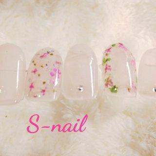 押し花をちりばめたクリアピンクのネイルです。 #春 #ハンド #ピンク #ジェル #S-nail #ネイルブック