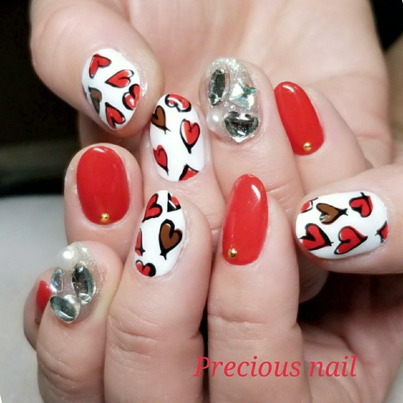 #秋 #冬 #ハンド #ビジュー #ハート #ホワイト #レッド #ゴールド #precious_nail315 #ネイルブック