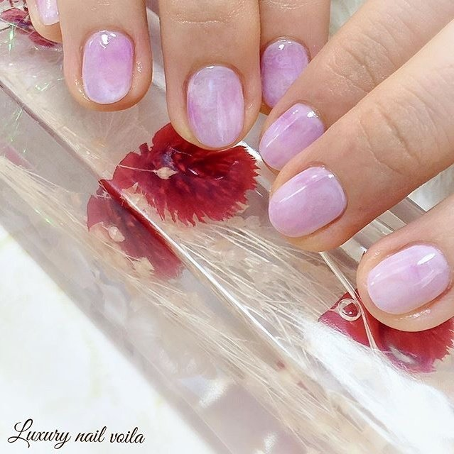 . . Sweet marbles... . 💗💗💗 . あま〜く、やさし〜く、キュートなデザイン🥰 . 普段デザインをしない方でも、挑戦しやすいよ🌸 . ショートでもロングでも、スクエアでもオーバルでも、みんなみんな絶対的に可愛いくしてくれるよ💕💕💕 . . ぜひ!orderしてみてねっ😉 . . #makihorita #luxurynailvoila  #jelnail  #shortnail  #marblenails  #pinknail  #nail  #nails  #naildesign  #nailart  #nailstagram  #nailporn  #ラグジュアリーネイルヴォアラ #小岩ネイル #小岩ネイルサロン #ネイル #上品ネイル #ネイルデザイン  #ショートネイル #ピンクネイル  #可愛いネイル #ピンク大理石ネイル  #オフィスネイル  #ファッションネイル #大人可愛いネイル #네일  #네일아트 #젤네일 #指彩 #美甲 #Nailist maki #ネイルブック