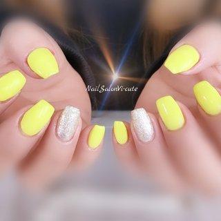 Happy yellow♡ #春 #リゾート #デート #女子会 #ハンド #シンプル #ラメ #ワンカラー #ミディアム #イエロー #シルバー #ジェル #お客様 #Vicu #ネイルブック
