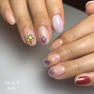 . . お伊勢さん♡ . こちらのネイルで行かれました〜 小指の赤がかわいいくて♡ よく見ると ナチュラルからーも 絶妙なグラデーションに . #gracenails #nail #nails #nailart #swarovski #bijoux #winternails #ネイル #ジェルネイル #ネイルアート #冬ネイル #スワロフスキー #オフィスネイル #シンプルネイル#清楚ネイル #ニュアンスネイル #上本町ネイル #上本町 #谷町9丁目ネイル #谷町9丁目 #美甲 #冬 #オールシーズン #旅行 #ハンド #シンプル #グラデーション #ワンカラー #ビジュー #ショート #ベージュ #パープル #ボルドー #ジェル #お客様 #grace_nails_ #ネイルブック