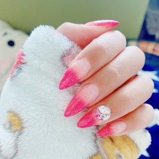 キラキララメグラデーション😆💙  #グラデーション #ピンク#キラキラ#ラメグラデーション #ビジュー#スカルプチュア #ギャル #派手ネイル #ピンク #うさやつ #ネイルブック