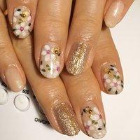 #爪に春が来た🌸 #心ウキウキネイル #フラワーネイル 大好き #春 #ハンド #ラメ #フラワー #ショート #ホワイト #ベージュ #ピンク #ジェル #お客様 #Lever nail ♡ #ネイルブック