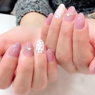 今日は寒かったですが…ネイルはそろそろ桜です🌸 ピンクのラメ入りカラーと組み合わせで春っぽく〜♪ #ジェルネイル #おしゃれネイル#横浜ネイルサロン#kamaainanail #光療指甲 #指甲 #春ネイル #オフィスネイル #春色ネイル#スプリングネイル#大人春ネイル #ワンカラーネイル #春ジェルネイル#ネイルデザイン春#カマアイナネイル#네일#젤네일#上品ネイル#シンプルネイル #大人おしゃれネイル#ネイルデザイン #大人上品ネイル#ラメピンクネイル#お呼ばれネイル #春さくらネイル#桜ネイル#お花ネイル #春 #卒業式 #入学式 #オフィス #ハンド #シンプル #ラメ #ワンカラー #フラワー #ミディアム #ホワイト #ベージュ #ピンク #ジェル #お客様 #kamaainanail #ネイルブック