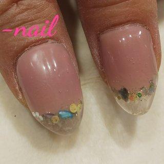 クリアフレンチの親指です。シェルを押し花に変えてもかわいいです。 #オールシーズン #シンプル #フレンチ #ホログラム #ワンカラー #シェル #ミディアム #クリア #ピンク #ジェル #セルフネイル #S-nail #ネイルブック