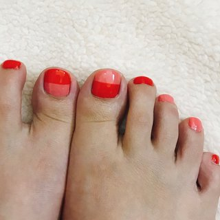 No.2 RED プチプラ / Bright red J25 PINK GRACIEL / Blossom pink Y42 プチプラ / Egg yellow DM23  #セルフネイル #フットネイル #レッド #ピンク #バイカラー #オールシーズン #フット #バイカラー #ショート #ピンク #レッド #ジェル #セルフネイル #はるな #ネイルブック