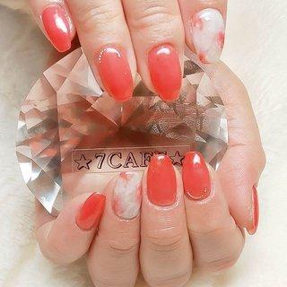 お客様ネイル・:*+.(( °ω° ))/.:+ アプリコットオレンジカラー シェル マーブルネイル  毎月会えるのが楽しみなお客様♪ 今回は少し爪をシェイプさせてみました。  差し入れのお菓子もありがとうございました┏○ペ #オールシーズン #ハンド #シェル #ニュアンス #マーブル #ミディアム #ホワイト #オレンジ #ジェル #お客様 #てるちゃん #ネイルブック
