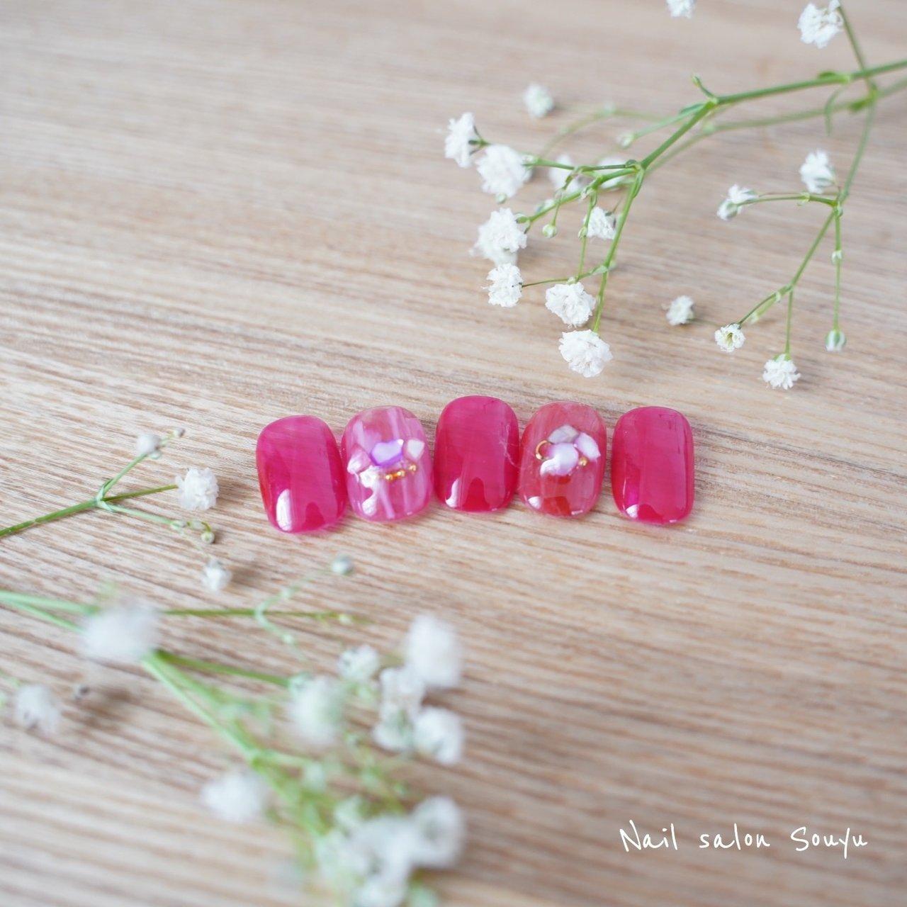 透き通った赤。 白を混ぜてイチゴミルク色に。  #シェルネイル#ショートネイル#ニュアンスネイル #オールシーズン #ブライダル #パーティー #デート #ハンド #シェル #タイダイ #ショート #ピンク #レッド #ジェル #ネイルチップ #ネイルサロン ソウユ 西濱ももこ #ネイルブック